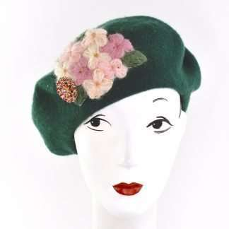 Dark green wool beret with a handmade detail
