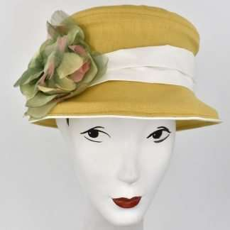 Bucket hat in yellow linen with off white band and flower