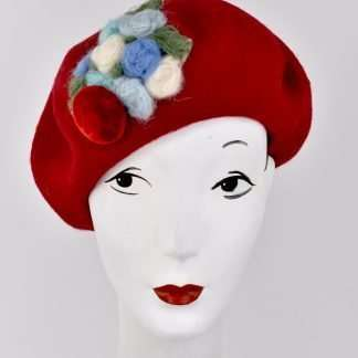 Red wool beret with a handmade detail