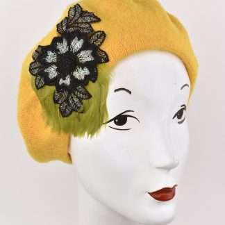 Yellow wool beret with a handmade detail